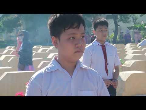 Đoàn phường và Phụ nữ phường Ngô Mây viếng Nghĩa Trang Liệt Sỹ