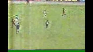 Palmeiras e Vitória decidem o Campeonato Brasileiro de 1993. O Verdão vence o primeiro jogo em Salvador por 1x0, gol de...