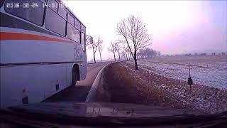 """""""Dawaj jedź za nim! Wp***dolimy mu!"""" Dwóch typów w osobówce vs kierowca autobusu"""