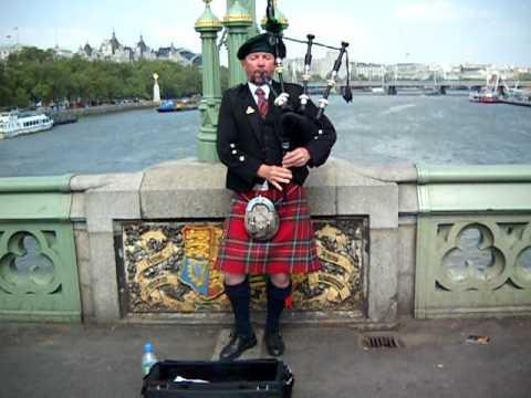 Escoces tocando la gaita en Westminster, Londres