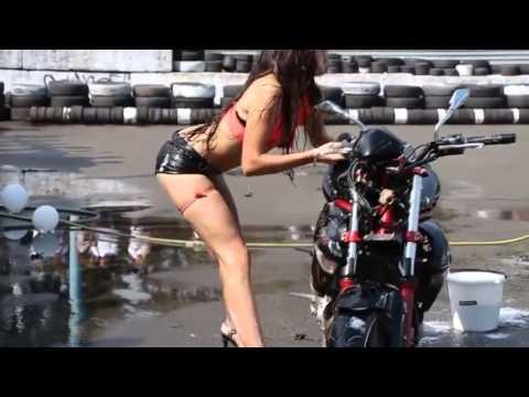 【影片】美女洗車還賣騷,結果卻是悲慘的收場!