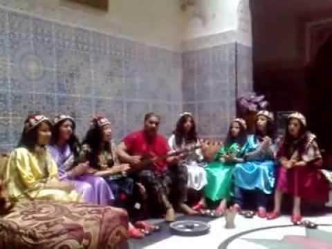 maalem abdenbi elmeknassi & bnat gnawa hamdouchia (exercice )