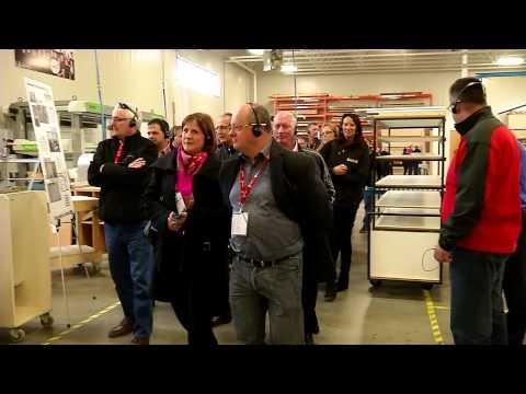Visite industrielle chez simard cuisine et salle de bains for Armoires de cuisine simard saint tite des caps