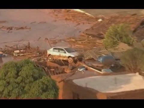 rompimento da barragem em mariana (muita destruiçao)