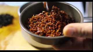 Tortino di riso rosso con olive e peperoni