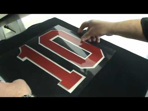 Processo estampando camisetas
