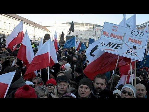 Πολωνία: Μεγάλες διαδηλώσεις εναντίον της κυβέρνησης