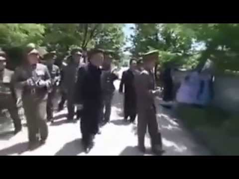 北韓人民到底有多愛金正恩,看完你驚呆!!一堆阿兵哥為了他跳下海....
