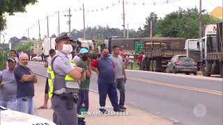 Caminhoneiros de Salto de Pirapora  e Votorantim param rodovia em protesto a impostos