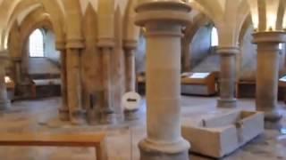 One of the most beautiful cathedrals in United Kingdom is in Somerset in the small city of Wells. Built in medieval times, about 800 years of history are awaiting for your visit./Una din cele mai frumoase catedrale din Marea Britanie se află în Somerset în micul oraș Wells. Construită în timpuri medievale, aproximativ 800 de ani de istorie vă așteaptă vizita.