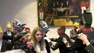 """Op zondag 8 februari vond in het stadhuis de sleuteloverdracht plaats. Ken & Bob traden op voor Prins Jordy I en Minister John met hun nummer """"Eine Oet Limburg"""" ."""