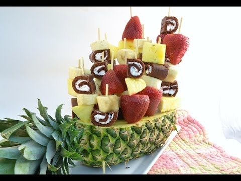 How to Make a Fruit Arrangement - Sweet Swirl Edible Fruit Bouquet | RadaCutlery.com (видео)