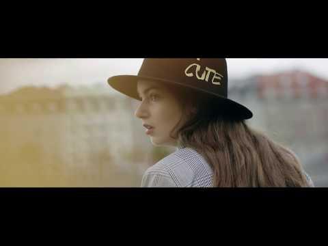 Šestnáctiletá zpěvačka Nelly Řehořová je pilná jako včelka. Letos natočila už druhý klip