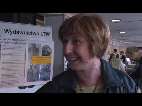 Rozmowa studentów WWSH z dr Anną Pycką podczas Targów Książki w Warszawie