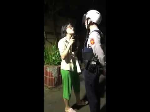 警察這招「超霸氣」 遛狗怪婦敢怒不敢言