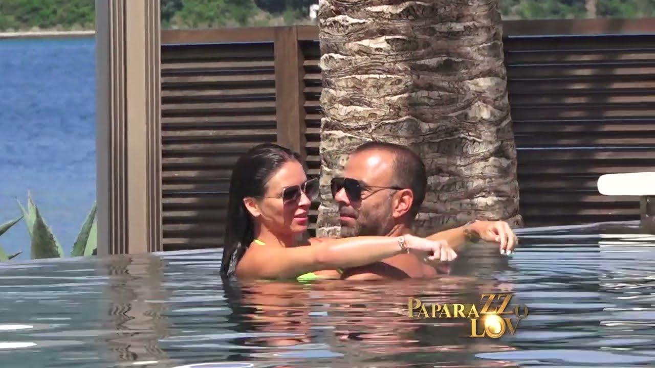 Ana sa dečkom na bazenu