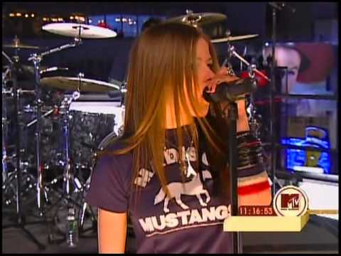 Avril Lavigne - Losing Grip @ Times Square [NY] New Years Eve 31/12/2002 HQ