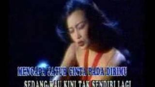 Download lagu Fitri Mengapa Aku Jatuh Cinta Mp3