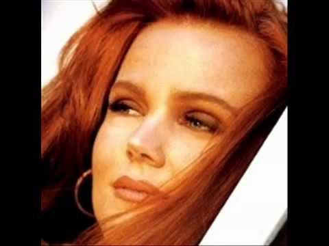 Tekst piosenki Belinda Carlisle - Only A Dream po polsku