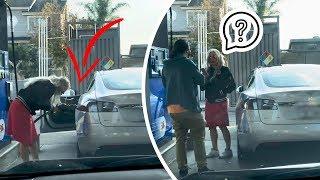 Блондинка пытается заправить электромобиль - приколы года