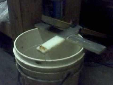 超級心機的捕鼠器,只是桶子應該要再深一點!