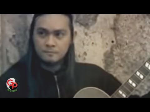Andra And The Backbone - Hitamku [Official Music Video]