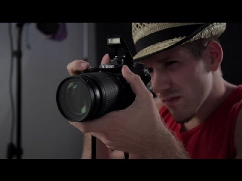 Advantages & Disadvantages to Using a Camera's Flash : DSLR Photography Tips