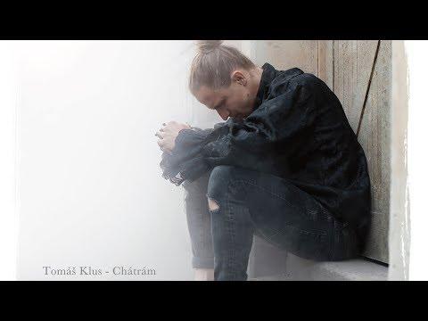 Tomáš Klus natočil výpravný klip. O čem v něm zpívá?