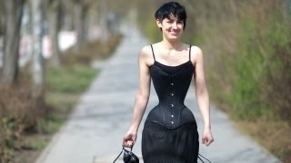 World's Smallest Waist: This Looks Scary Than Beautiful