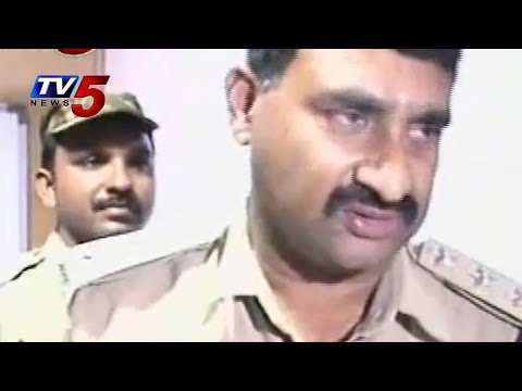Thieves stolen 5 lakhs cash  | Vishaka : TV5 News