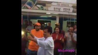 Download Lagu Juan Gabriel en Aruba Bailando con su público al ritmo Parranda Arubiano de Grupo di Betico Mp3