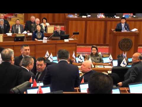 kirgizstan-deputat-tekebaev-intimniy-rolik