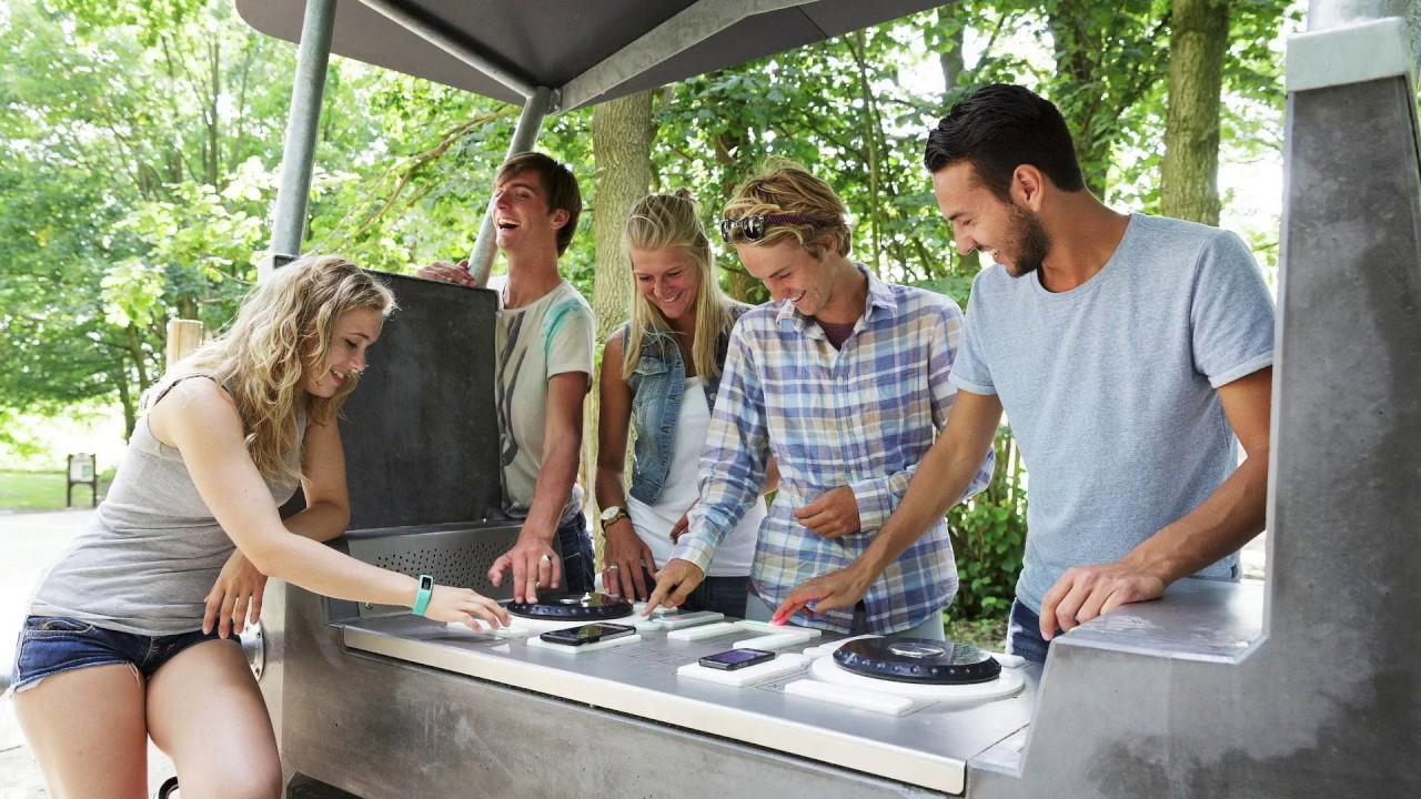 <p>Hoe werkt de outdoor DJ-tafel<br /> <strong>Yalp Fono?</strong></p>