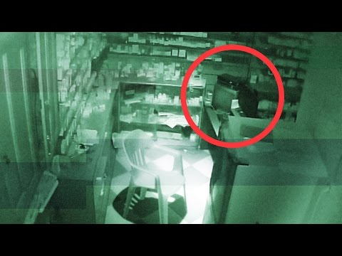 REAL GHOST CAUGHT ON TAPE ! (HD) Scary Footage