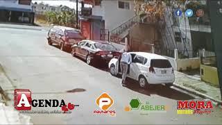 Hombre aprovecha descuido de mujer para robar en vehículo en SFM