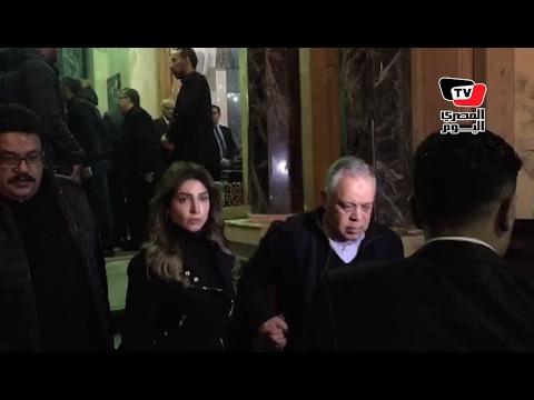 أشرف زكي و«روجينا» وريهام عبدالغفور في عزاء والد «كرارة»