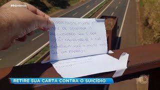 Cartas com dizeres de incentivo à vida são colocadas em viaduto de Jaú