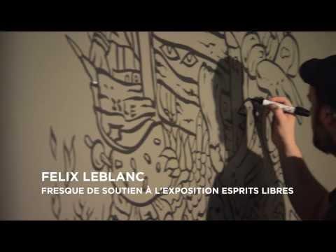L'artiste Félix LeBlanc réalisant une fresque dans l'exposition Esprits Libres