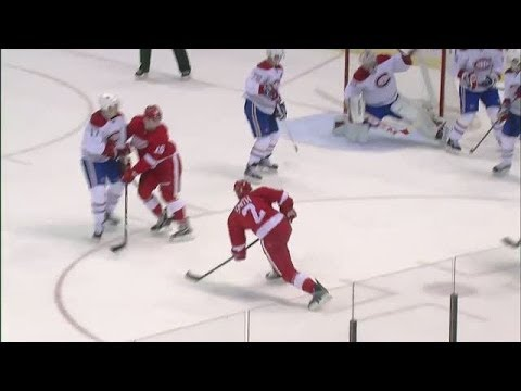 Video: Carey Price makes windmill glove save
