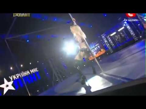 striptiz - Ukrayna'daki Yetenek Yarışmasındaki Striptiz Şov..İnanılmaz Hareketler..