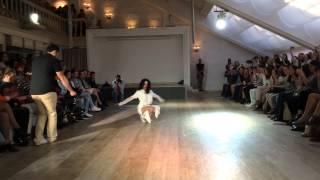 Модный танец вог
