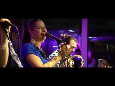 Diva Baara - Generace Singles (live show music video)