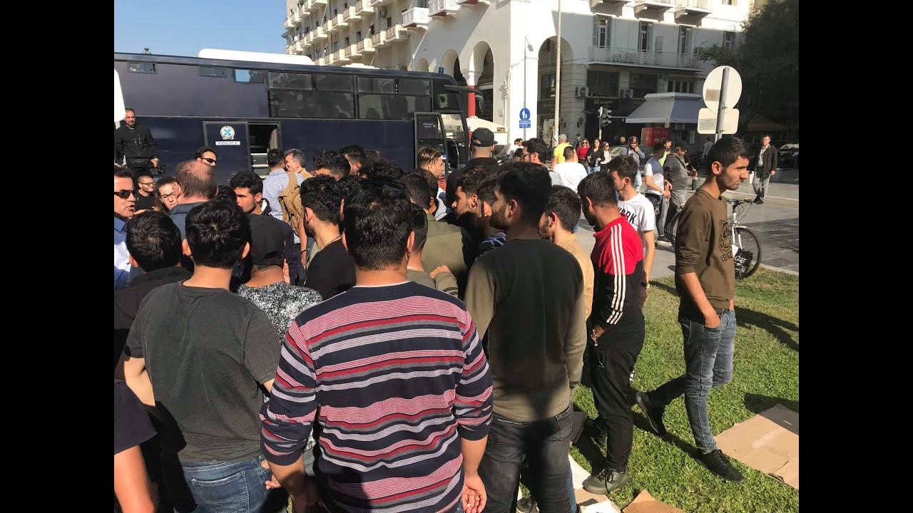Δεκάδες μετανάστες έχουν «κατασκηνώσει» στην πλατεία Αριστοτέλους…
