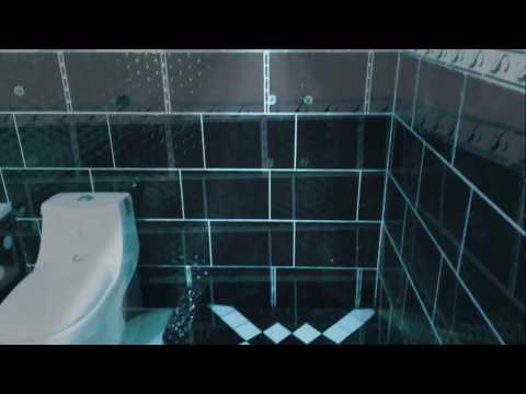 Une autre idée pour les accessoires de la douche. Lavabo. Baignoire. Siège anglais.