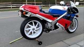 """Bild """"Waffe"""" für die Straße: Honda VFR 750R (RC 30)"""