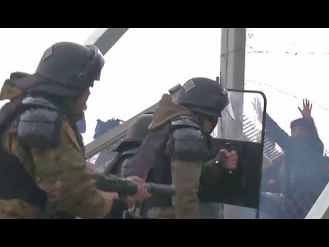 Gewaltbereiter Mob versucht Grenze zu stürmen / GR