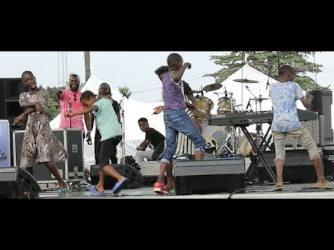 See How Little Kids At Agege Dance Their Own Shaku Shaku At The Mega Youth Concert