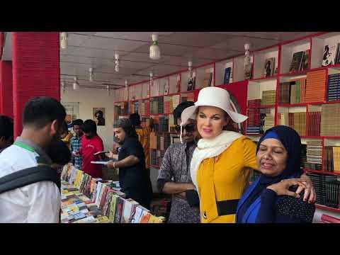 ঢাকা বইমেলায় স্লোভেন কবি গ্লোরিয়ান  ভিবার ও কবি রাজিয়া সুলতানা