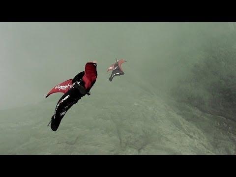 skoczek-z-wingsuit-o-krok-od-zderzenia-z-wagonikiem-kolejki-gorskiej