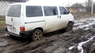 Narzekaliście na drogi w swojej okolicy? Wiejska droga błotna na Ukrainie